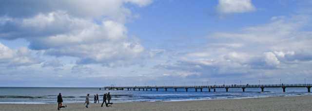 Świnoujście widok z plaży na molo